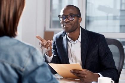 confiado arrogante entrevista laboral